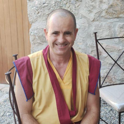 Maestro K. Pende cuadrada
